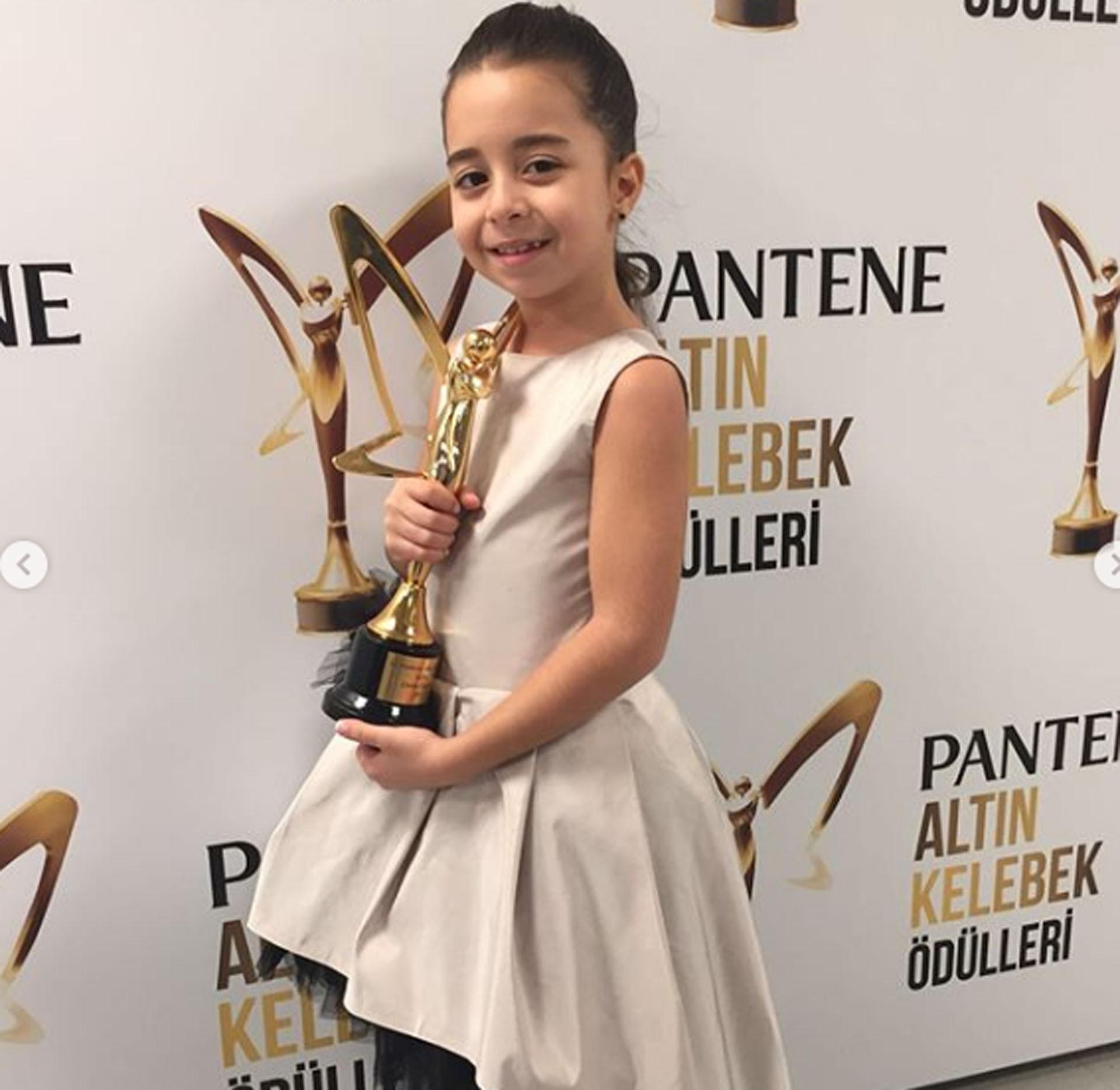 Read more about the article BEREN GÖKYILDIZ (Anne's girl)